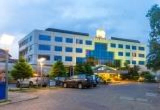 Best Western Premier Accra Airport Hotel: Hotel Frontage