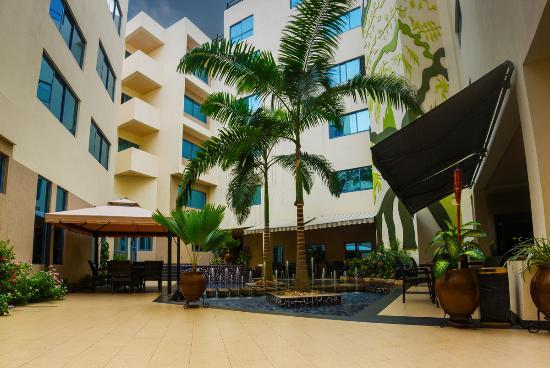 Best Western Premier Accra Airport Hotel: Terrace