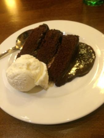 Handforth, UK: Chocolate fudge cake 👌🏻❤️