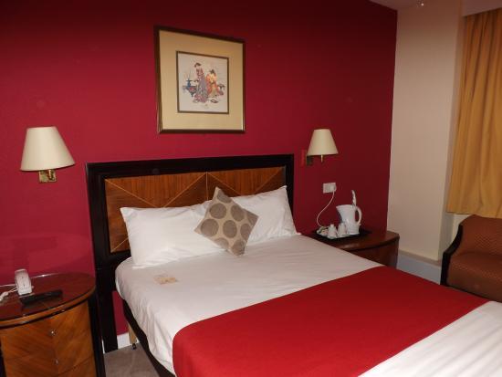 Woolsington, UK: Comfortable double bed