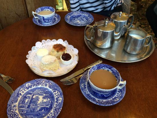 Richmond-upon-Thames, UK: This is pretty much how everything was served...