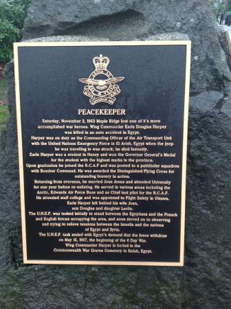 เมเปิลริด์จ, แคนาดา: One of several plaques