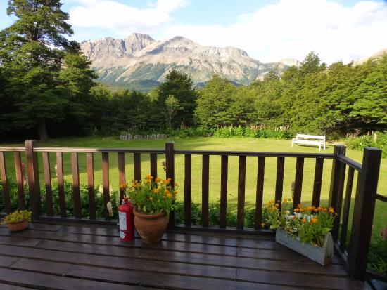Hosteria El Pilar: El jardín, con vista al Fitz Roy
