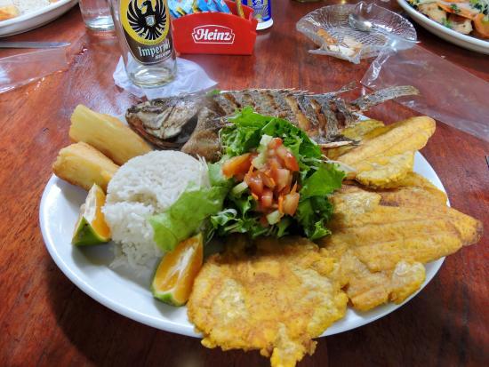 Ojochal, Kosta Rika: Fried whole fish platter.
