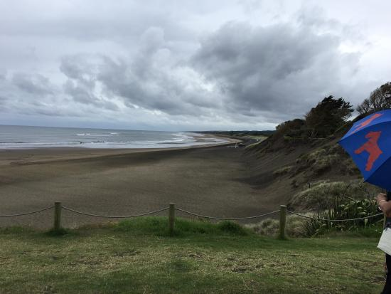 Muriwai Beach, Nova Zelândia: View down the beach