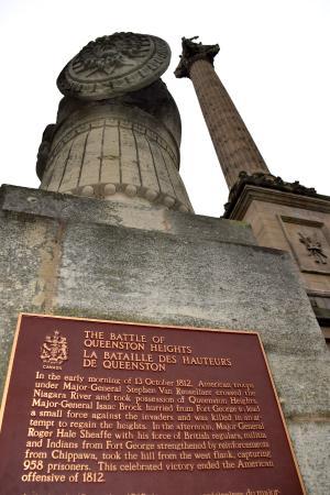 Queenston, Kanada: Plaque and monument