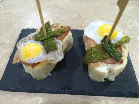 Province of Malaga, Spagna: mojo picon con beicon y webo de codorniz