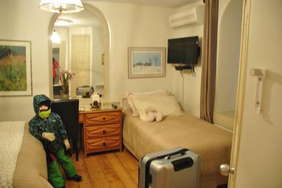Baie-St-Paul, Canadá: la chambre triple avec baignoire et sanitaire