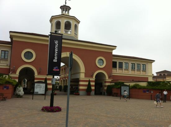 Serravalle outlet picture of serravalle designer outlet for Serravalle outlet