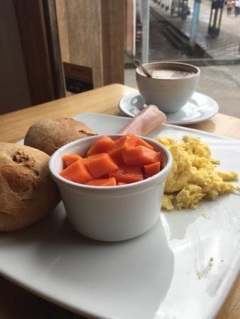Dragonfly Inn B&B: El almuerzo un confit de pollo y el desayuno