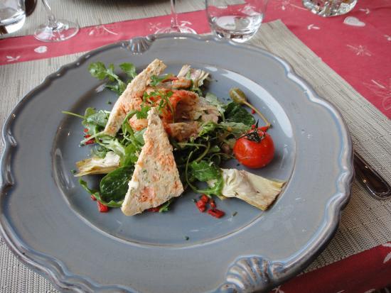 Samoens, Frankrig: La salade du Leman : terrine de poisson du lac, écrecisse, roquette...