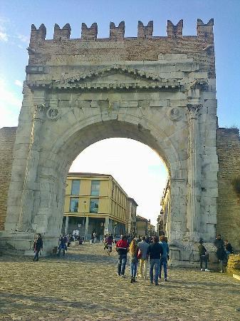 Arco d'Augusto: Арка Августа (Римини)