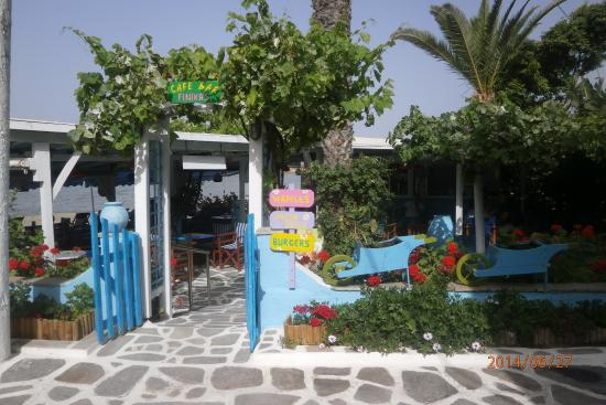 Antony Suites & Residences: Plaža St Georgios.