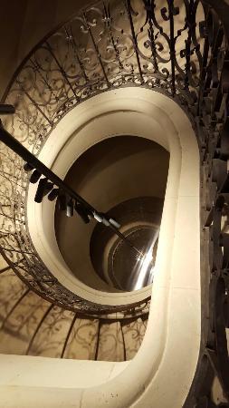 Fontevraud-l'Abbaye, Fransa: 20160206_225841_large.jpg