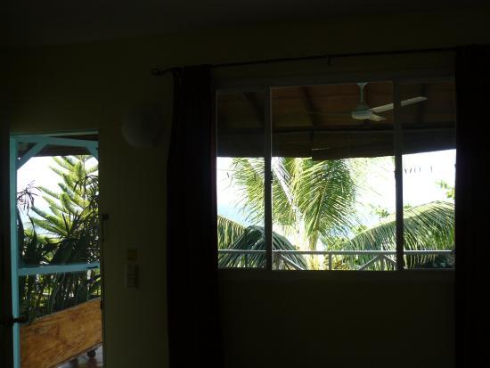 The Tamarind Tree Hotel & Restaurant: Vue depuis l'intérieur de la chambre 10.