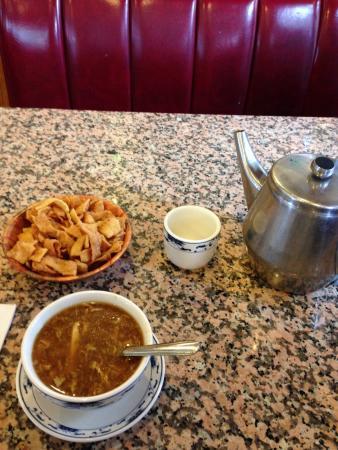 Forest Park, Géorgie : Hot & Sour Soup with Lunch Special
