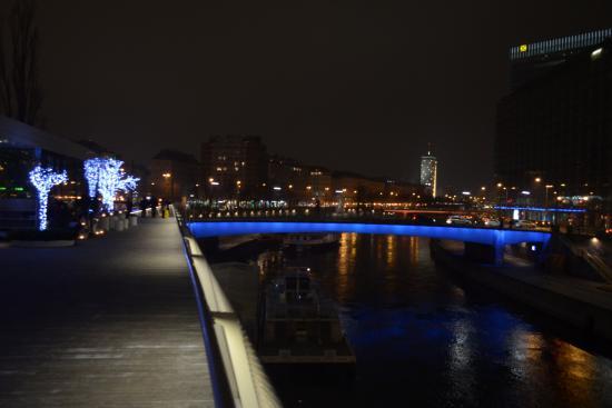 Danube Canal (Donau Kanal): il canale di sera