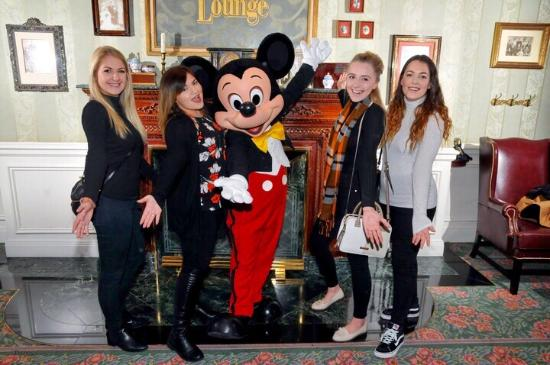 Disneyland Hotel: Meeting Mickey at Breakfast!