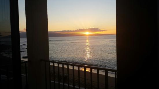 Kahana Beach Resort: Sunset from our Lanai