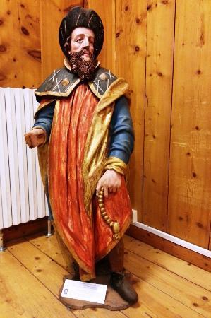 Bormio, Italie : деревянная скульптура