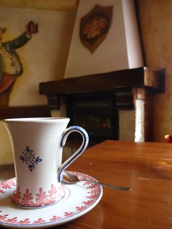 Hot chocolate with pepperoncino beside the fire