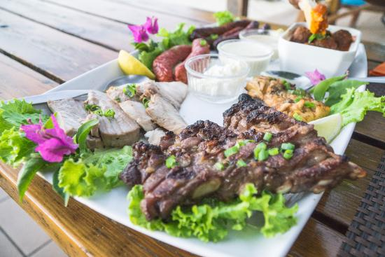 Haapiti, Polinesia francese: there was sooooo much food