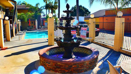 Chula Vista, CA: Ornamental Fountain
