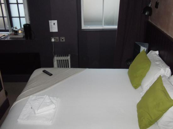 Frome, UK: Very comfortable bed