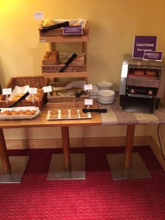 Premier Inn Ipswich (Chantry Park) Hotel: Part of the breakfast bar, plenty to have including flapjacks.