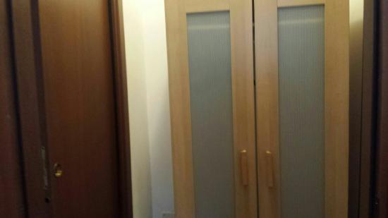 Chambre pour deux adultes et deux ados deux lits simples