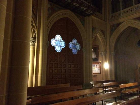 Sacred Heart Church (Sagrado Corazon): Porta de entrada pelo lado de dentro