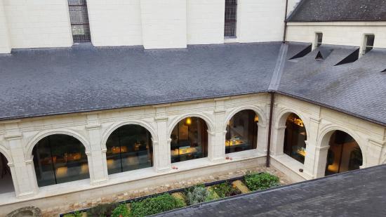 Fontevraud-l'Abbaye, Francia: le restaurant dans le cloître ...juste magique