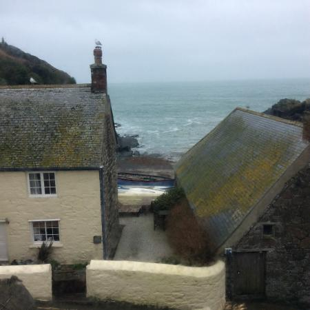 Cadgwith, UK: Through our room window, just to the right of the barn is the slipway and beach
