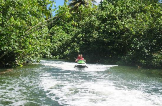 Uturoa, Polinesia Francesa: promenade dans la seule rivière navigable de polynesie