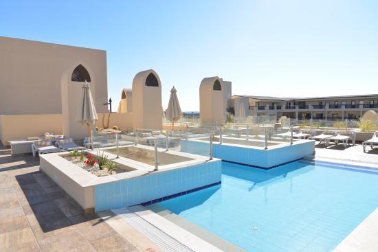 Zwembad Op Dakterras : Dakterras voor volwassenen met verwarmd ondiep zwembad