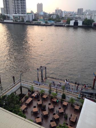 Navalai River Resort: Restaurante e área do café da manhã. Vista da piscina na cobertura.