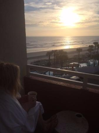 The Cove on Ormond Beach: Morning coffee on the balcony