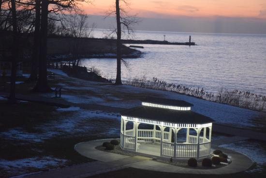 The Lodge at Geneva-on-the-Lake: Sunset over Lake Erie