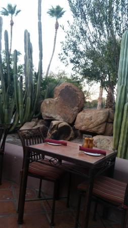 Cave Creek, AZ: Heart rock by patio at Tonto Bar and Grill