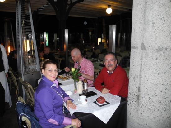 Grand Italia : Disfrutando de una magnífica cena