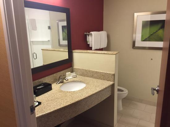Courtyard Little Rock North : King bed guest room. Always clean and comfortable here.