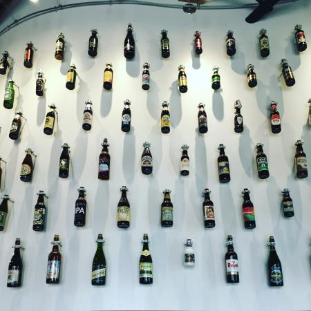 Sebastopol, Californie : The brewery is beautifully designed. The entrance features a wall devoted to great brews from ar