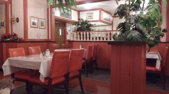 เบลวิลล์, แคนาดา: Interior of Restaurant - Modern Cafe
