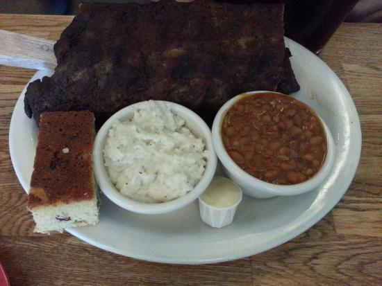 Seal Beach, Καλιφόρνια: Full Rack of Ribs, Baked Beans, Blue Cheese Grits and Cornbread