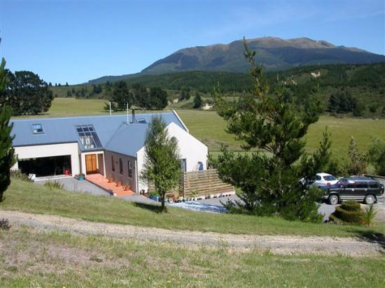 Amberley, Nieuw-Zeeland: Awen Lodge- a rural retreat with Mount Grey as the neighbour