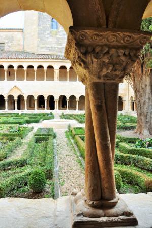 Santo Domingo de Silos, Spanien: Retorcida belleza