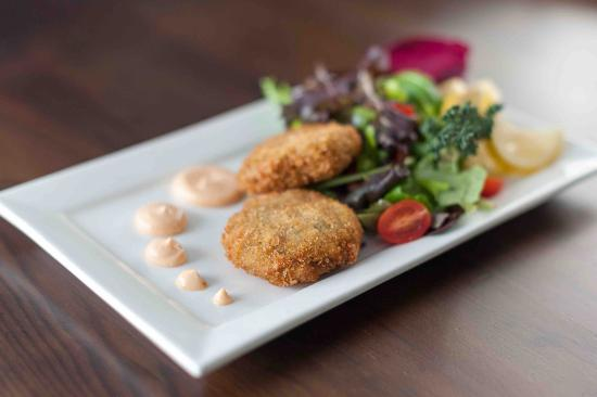 The Boathouse Eatery: Home made crab cakes