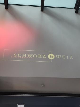 Schwarz  & Weiz Restaurant : photo1.jpg