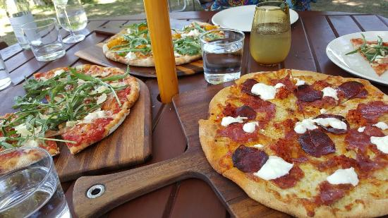 Bank Street Wood Fired Pizza and Gardens: Great to sit out in your beautiful garden on such a lovely day with beautiful pizza's and fantas
