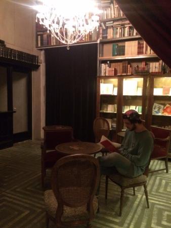 Sant Cugat del Valles, Hiszpania: área de lectura tranquilo